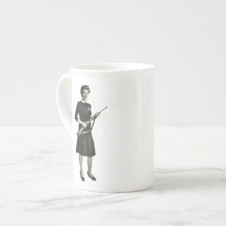 Los años 50 del vintage disparan contra la taza de taza de porcelana