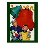 los años 50 mamá y compras de Navidad de la hija Postales