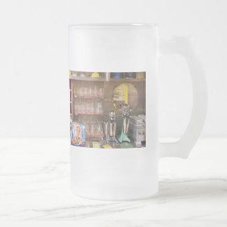 los años 50 - un comensal de los años 50 taza cristal mate