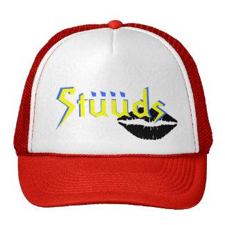 """Los años 80 de STUUDS """"besan"""" gorra del casquillo"""