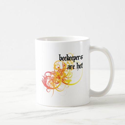 Los apicultores son calientes tazas de café