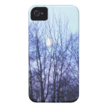 Los árboles blancos del negro de la luna del cielo iPhone 4 fundas