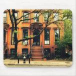 Los árboles crecen en Brooklyn Alfombrilla De Ratones