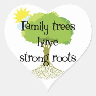 Los árboles de familia tienen pegatinas fuertes de pegatina en forma de corazón