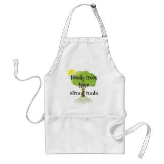 Los árboles de familia tienen raíces fuertes delantal