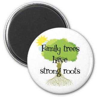 Los árboles de familia tienen raíces fuertes imán redondo 5 cm