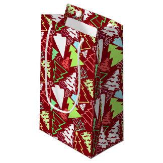 Los árboles de navidad al azar modelaron rojo bolsa de regalo pequeña