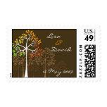 Los árboles del otoño en Brown ahorran los sellos