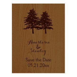 Los árboles en el boda de madera del arbolado postal