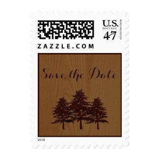 Los árboles en el boda marrón de madera del timbre postal