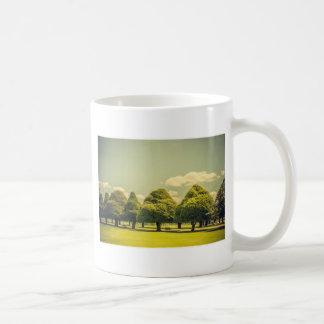 Los árboles esculpidos del jardín del palacio del taza