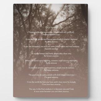 """Los árboles que brillan intensamente """"lo hacen de  placa"""