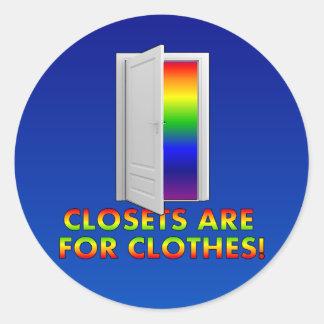 Los armarios están para la ropa pegatina redonda