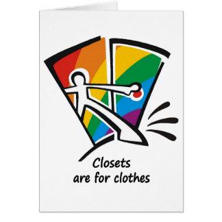 Los armarios están para la ropa tarjeton