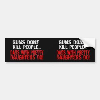 Los armas no matan a la gente, papá divertido/hija pegatina de parachoque