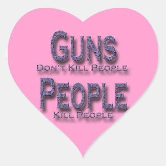 Los armas no matan a púrpura de la gente de la pegatina en forma de corazón