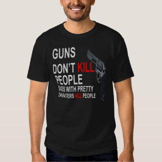 Los armas no matan, los papás con las camisetas de remeras