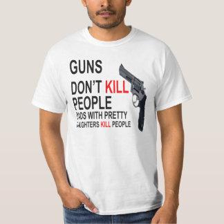 Los armas no matan, los papás con las hijas hacen playeras