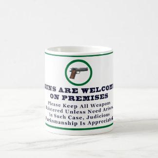 Los armas son agradables en muestra de las taza