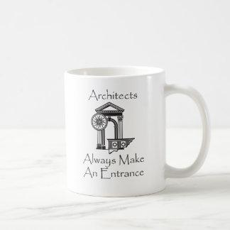 Los arquitectos hacen siempre una entrada taza