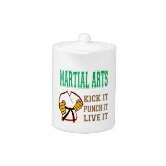Los artes marciales lo golpean con el pie, lo perf