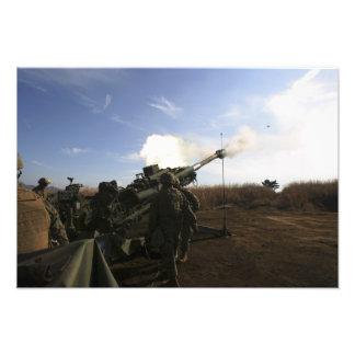 Los artilleros encienden 155m m redondo fotografía