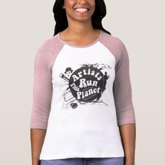 Los artistas de las mujeres funcionan con esta camiseta