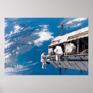 Los astronautas participan en activi póster