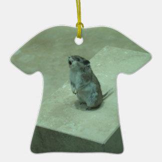 ¡Los aullidos del ratón del asesino (leucogaster Adorno De Cerámica En Forma De Camiseta