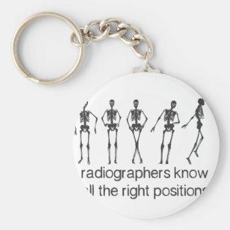 Los ayudantes radiólogos saben todas las posicione llavero redondo tipo pin