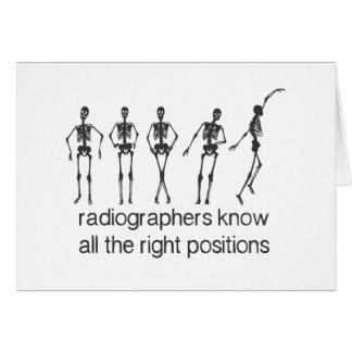 Los ayudantes radiólogos saben todas las posicione felicitaciones