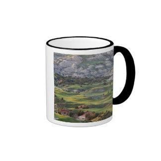 Los badlands coloridos de la colina del dólar pasa taza de café