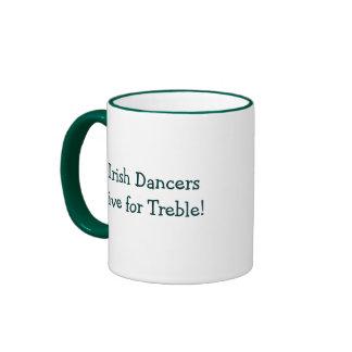¡Los bailarines irlandeses viven para el triple! Taza