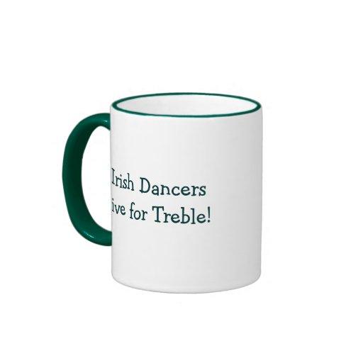 ¡Los bailarines irlandeses viven para el triple! Taza A Dos Colores