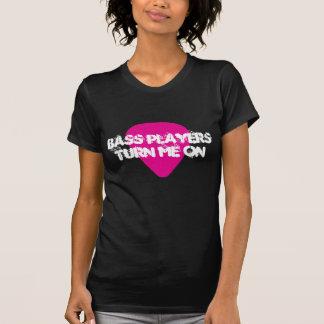 Los bajistas me dan vuelta en camiseta rosada de
