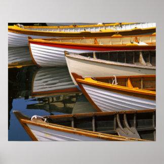 Los barcos coloreados brillantes en el barco de ma impresiones