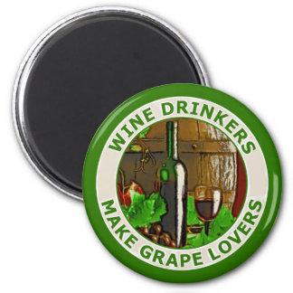 Los bebedores del vino hacen a amantes de la uva imán redondo 5 cm