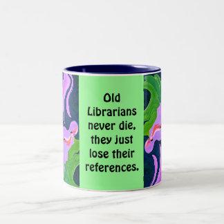 los bibliotecarios nunca mueren taza de dos tonos