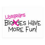 Los bibliotecarios se divierten más postal