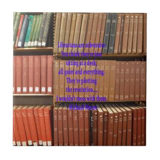 Los bibliotecarios son subversivos azulejo cuadrado pequeño