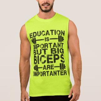 Los bíceps grandes son Importanter que la camisa d