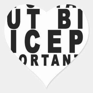 Los bíceps grandes son Importanter que la Pegatina En Forma De Corazón