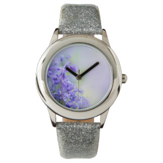 Los bluebells preciosos se cierran para arriba relojes