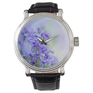 Los bluebells preciosos se cierran para arriba relojes de pulsera