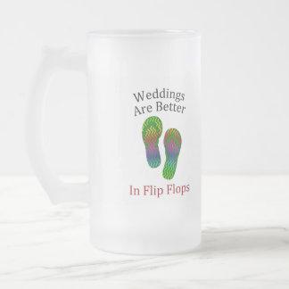 Los bodas son mejores en el boda de playa de los taza de cristal