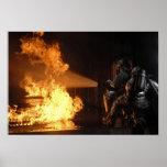 Los bomberos extinguen un abeto simulado de la bat impresiones
