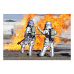 Los bomberos luchan un fuego simulado fotografía