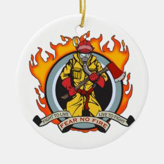 Los bomberos no temen ningún fuego adorno navideño redondo de cerámica