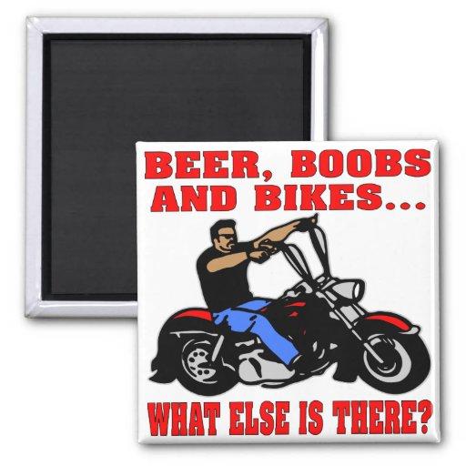 Los Boobs de la cerveza y Bikes qué más está allí Imán Cuadrado