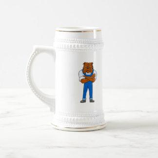 Los brazos derechos del dogo cruzaron el dibujo jarra de cerveza